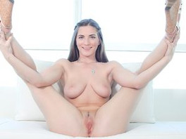 Casting Agent Gives Her A Thick Facial